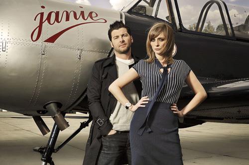 Fanny Jandrain l'animatrice d'RTL-TVI et son mari Nicolas De Keyser pose ensemble à l'aérodrome de Cerfontaine.