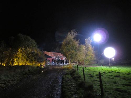 Eclairage d 39 un long m trage avec un ballon hmi airstar for Exterieur nuit film