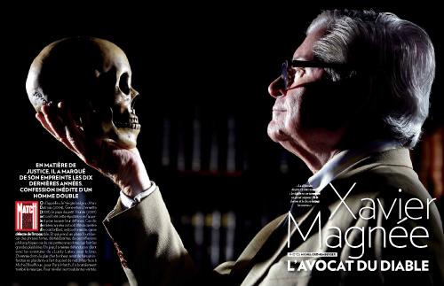 L'avocat bruxellois Xavier Magnée face à une tête de mort pour le magazine Paris Match Belgique, Xavier Magnée l'avocat de diable.
