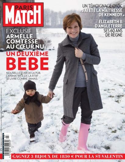La présentatrice de la RTBF Armelle Gysen mariée au Compte Frédéric d'Aspremont Lynden pose avec leur fils Gatien enceinte de leur deuxième enfant, couverture de Paris Match Belgique.