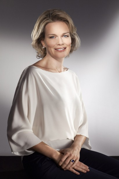 Portrait Officiel de Son Altesse Royale la Reine Mathilde de Belgique.