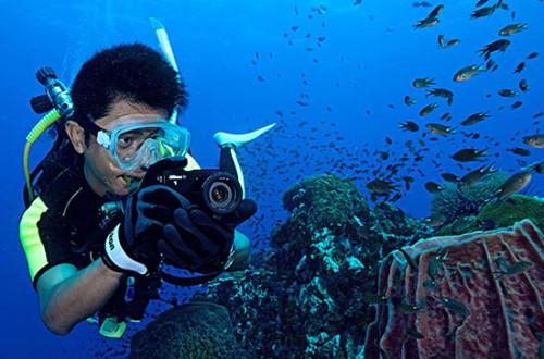 Nikon-1-AW1-camera-aquatique