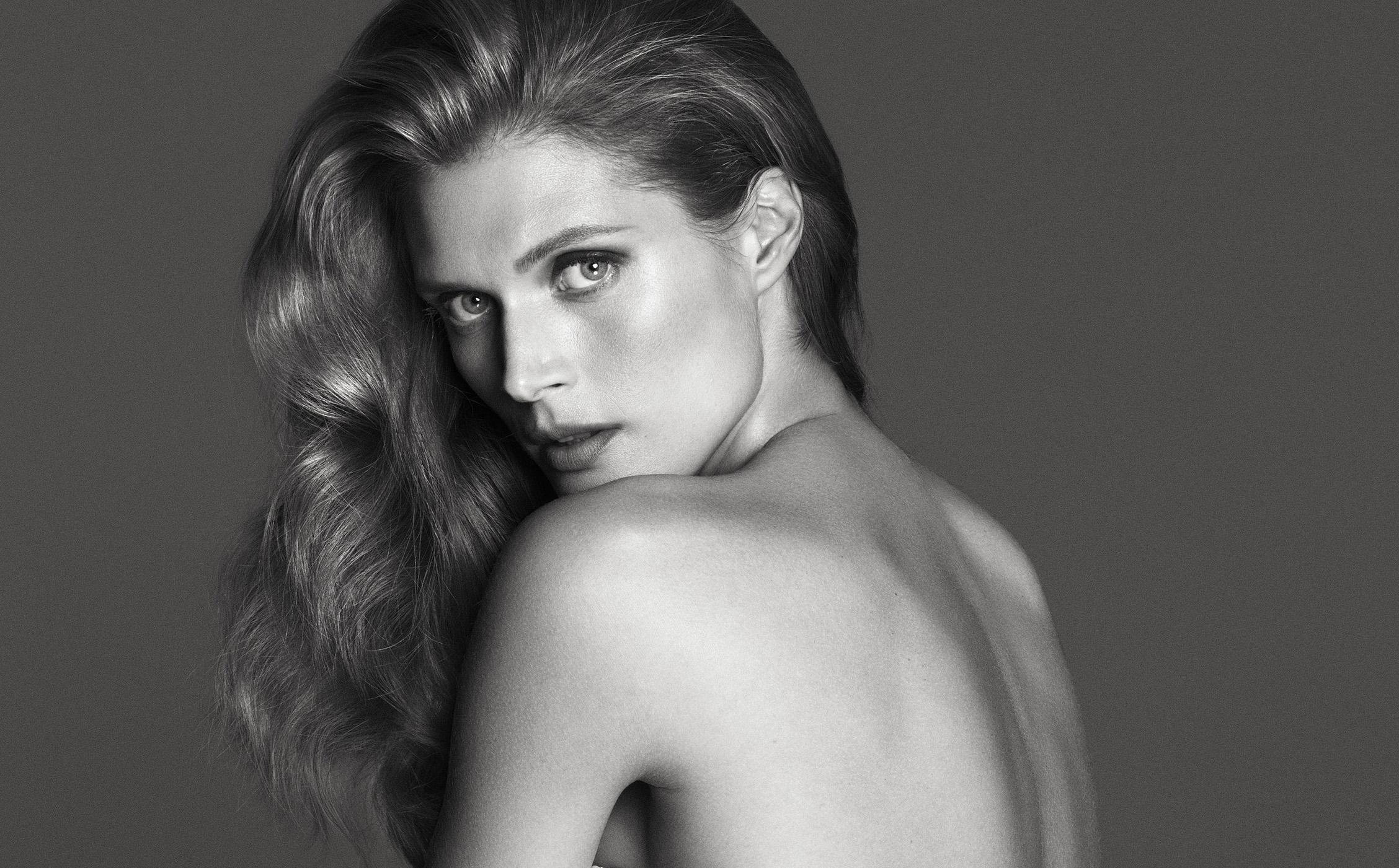 La mannequin Malgosia Bela pose en lingerie pour la marque italienne La Perla