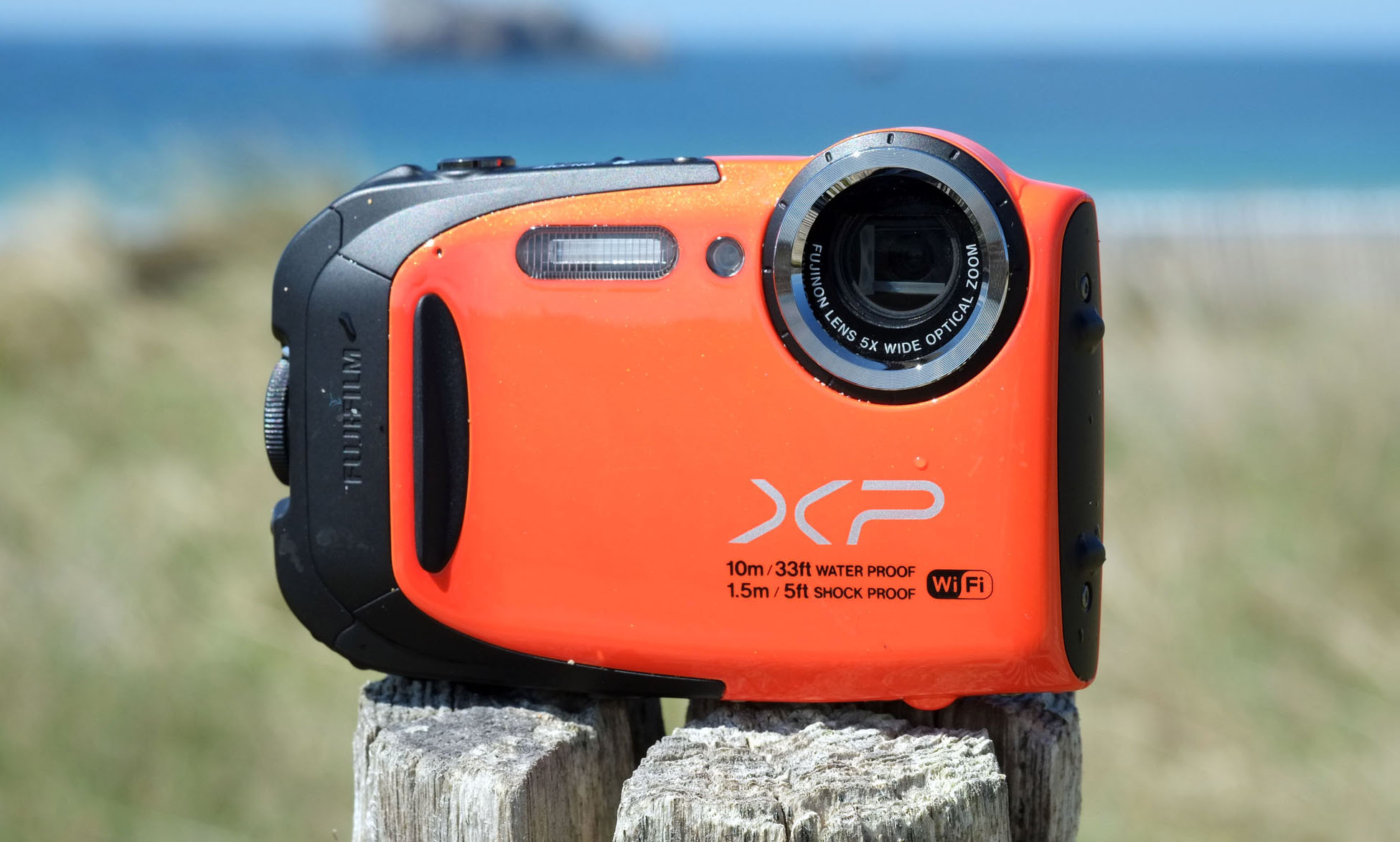 L'appareil photo XP70 waterproof de Fujifilm idéal pour toutes les circonstances et pour aller à la plage.