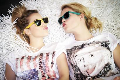 Sophie Pendeville et Emilie Dupuis RTL-TVI à la boutique HEROES quartier Dansaert à Bruxelles, avec les lunettes Glass and Glam.