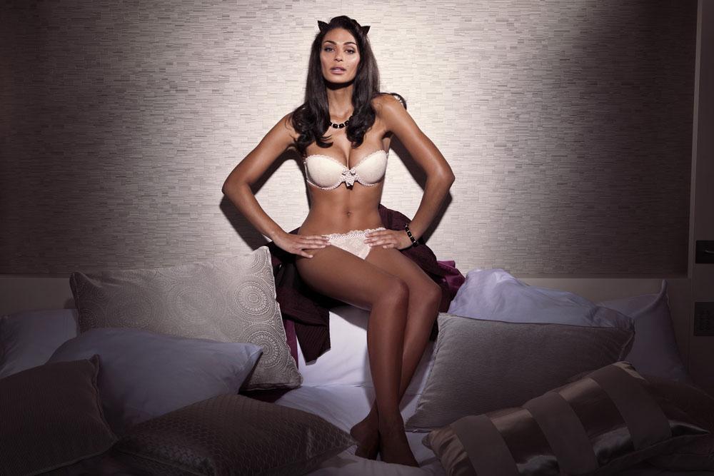 la miss m t o de m6 et rtbf tatiana silva photos sexy en v la lingerie. Black Bedroom Furniture Sets. Home Design Ideas
