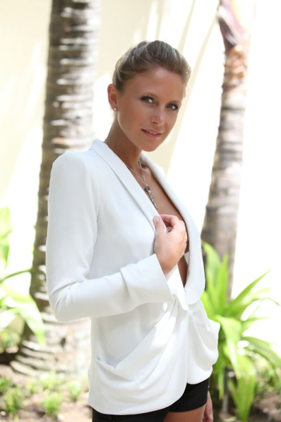 Julie Taton sexy et glamour