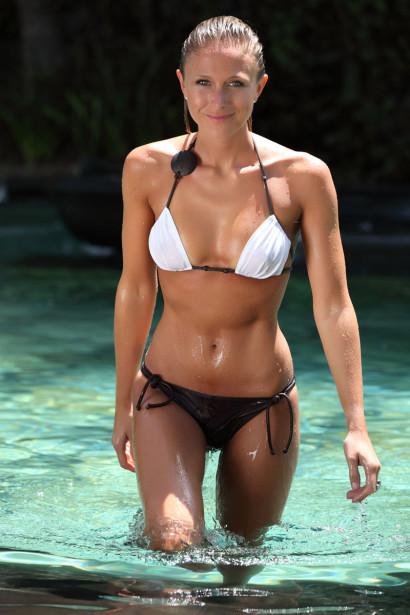 Julie Taton en bikini