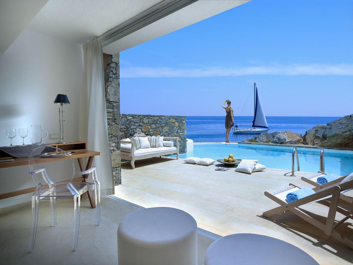 St. Nicolas Bay Resort Hotel & Villas en Crète, un hôtel de charme et de luxe situé à Aghios Nikolaos.