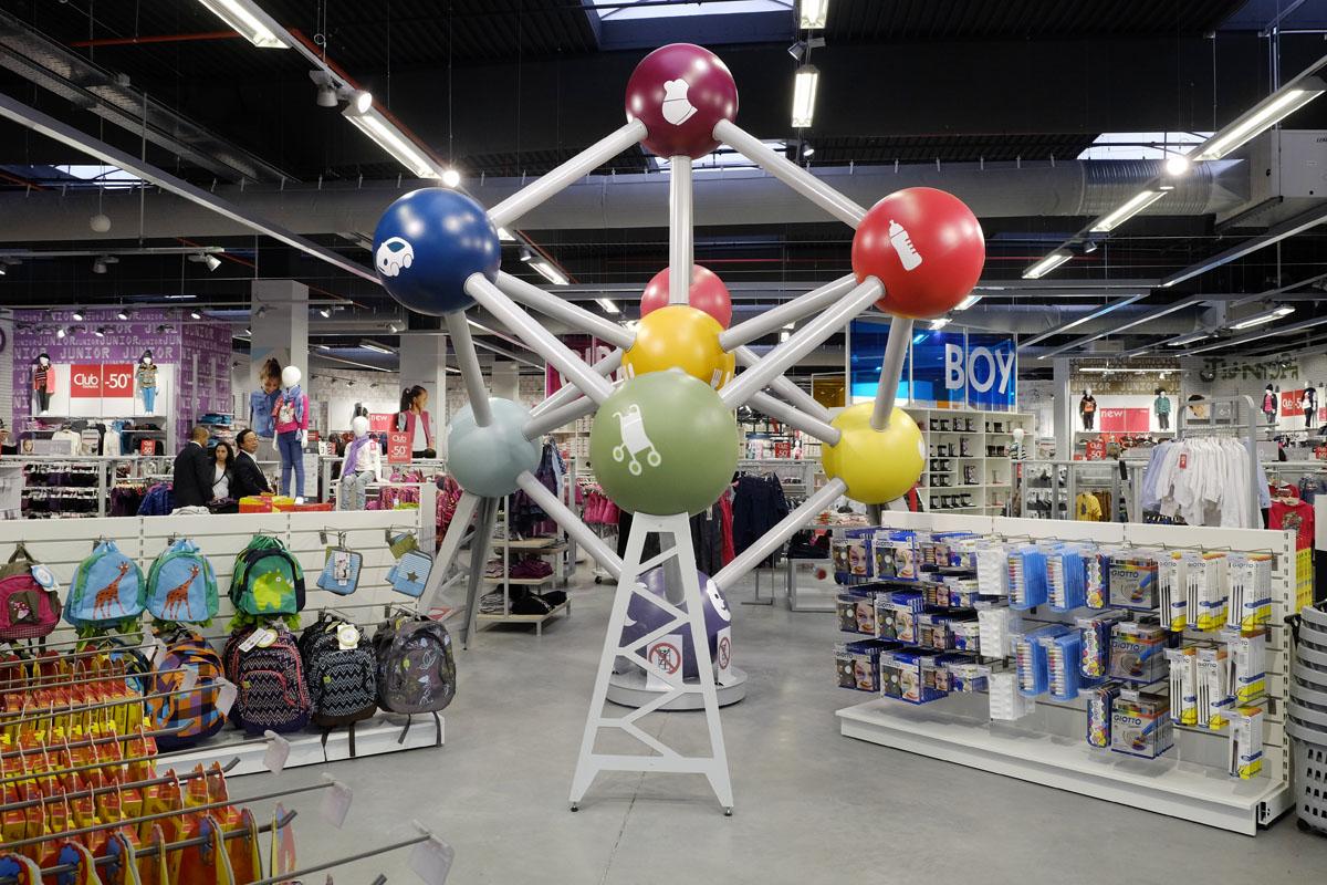 Le Megastore Orchestra Zaventem près de Bruxelles en Belgique, 5000 m2 pour un magasin dédié à la puériculture, aux femmes enceintes, et à la mode pour enfants de 0 à 14 ans.