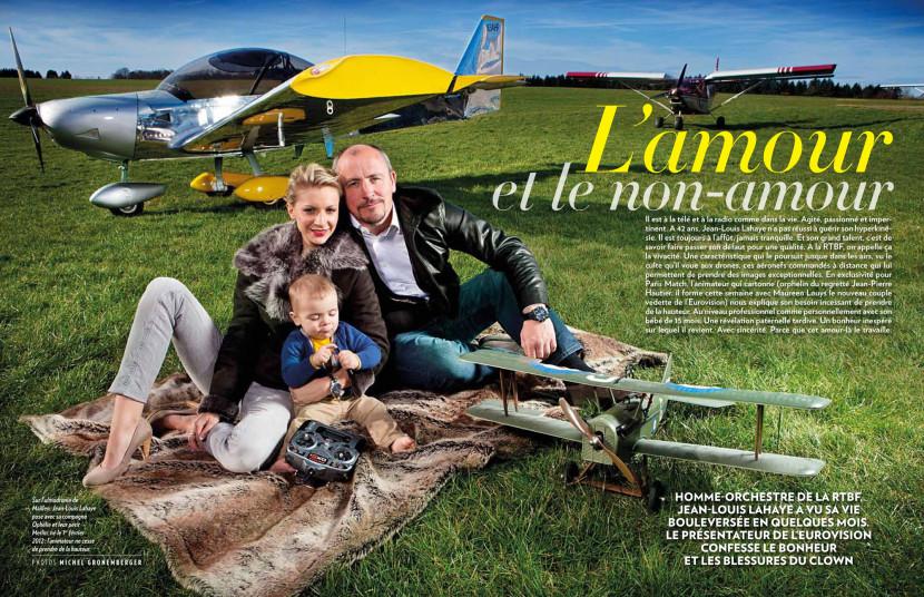 Jean-Louis Lahaye et sa femme Ophélie, l'animateur de la RTBF pose en famille avec leur fils Merlin double page dans Paris Match Belgique.