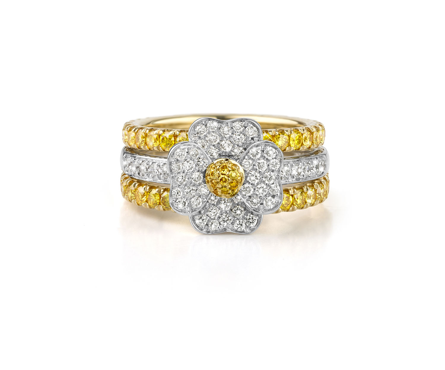 La collection de bagues en or et diamants Flowers de la Joaillerie De Greef à Bruxelles, bague or blanc et diamants jaune et blanc extras clairs.