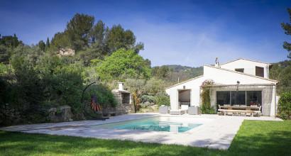 Une belle maison à louer avec piscine en Provence à la Cadière d'Azur au milieu de l'AOC de Bandol.