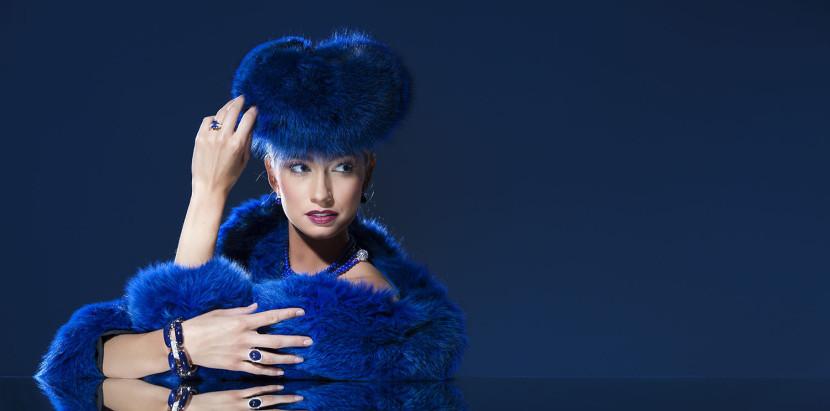 Photo d'une mannequiin avec les bijoux de la joaillerie De Greef pour leur campagne de publicité et leur catalogue