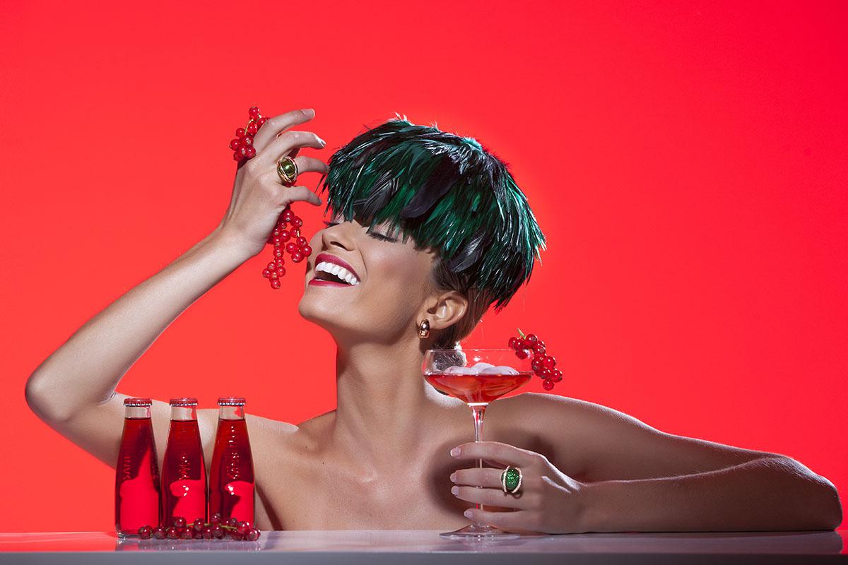 Photo d'une mannequin avec les bijoux de la joaillerie De Greef pour leur campagne de publicité et leur catalogue