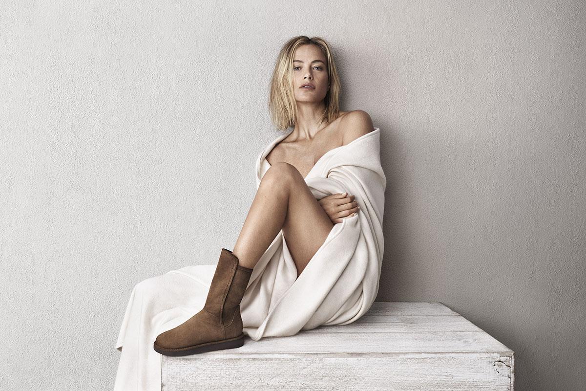 La nouvelle collection 2015 des bottes UGG Australia Classic Luxe avec la Top-Modèle Carolyn Murphy