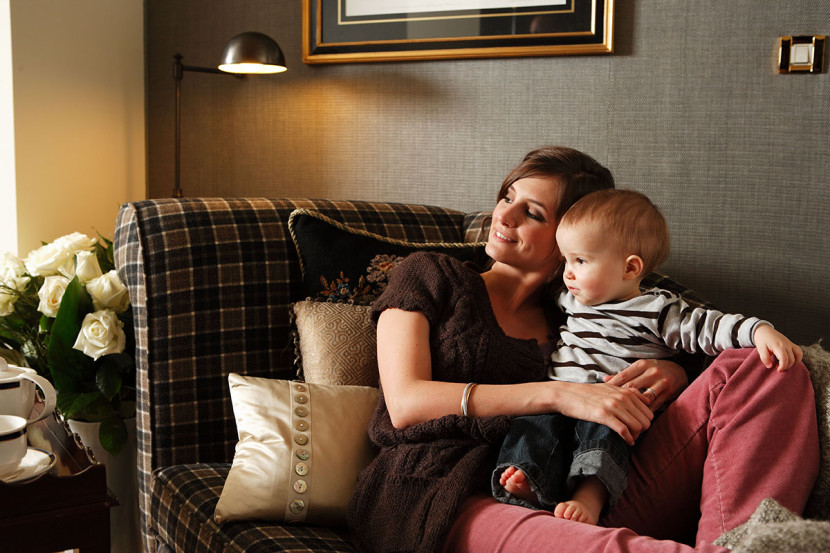 Elodie de Sélys la présentatrice de la RTBF avec son fils Côme