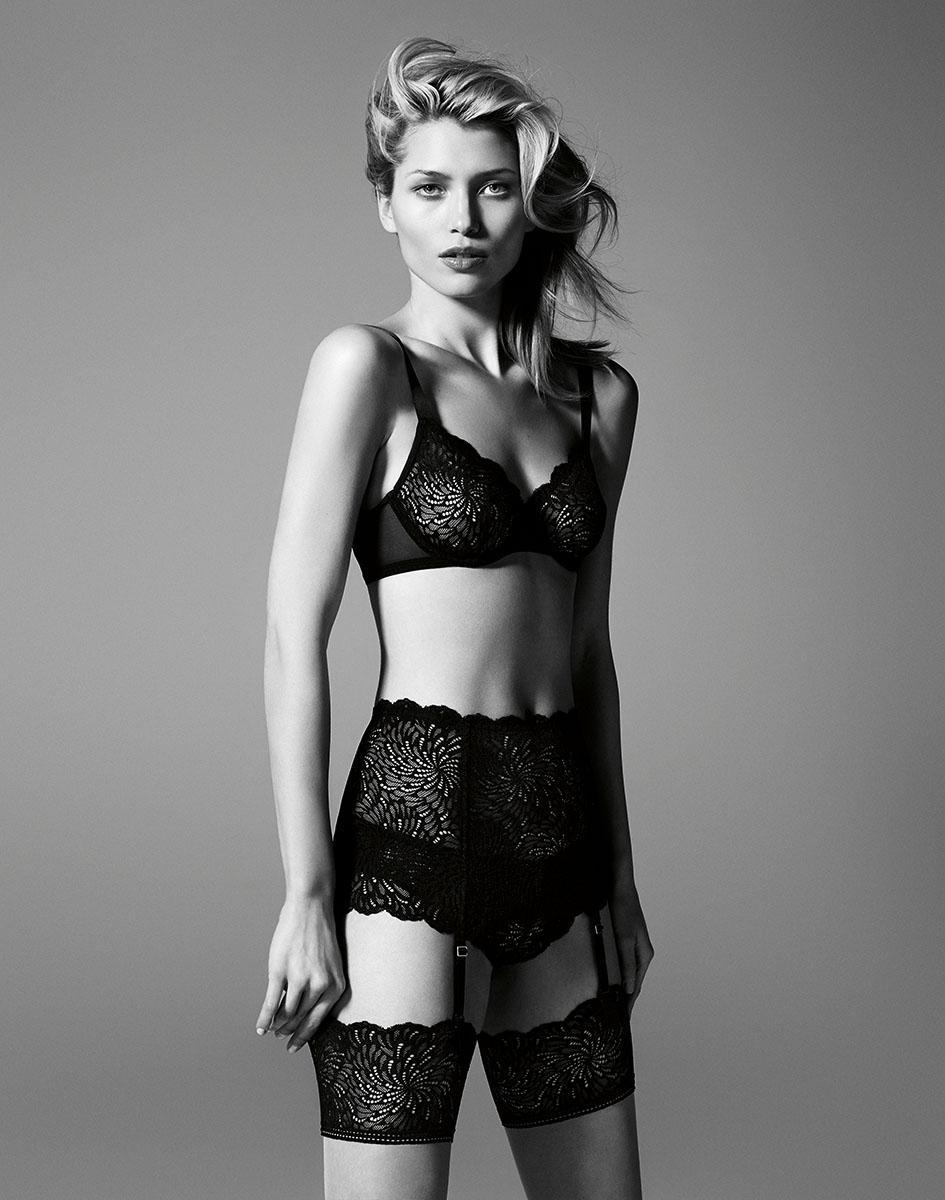Photo d'un mannequin lingerie avec le dos numérique Phase One IQ250 pour la collection de bas et collant de Wolford