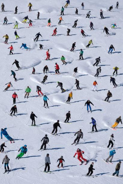Skieurs sur une piste du domaine skiable Les Sybelles